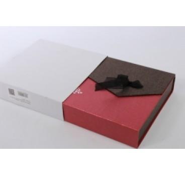 Коробка Квадрат с магнитом коричнево красная 18*18*5 см