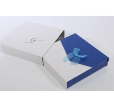 Коробка Квадрат с магнитом сине белая 18*18*5 см