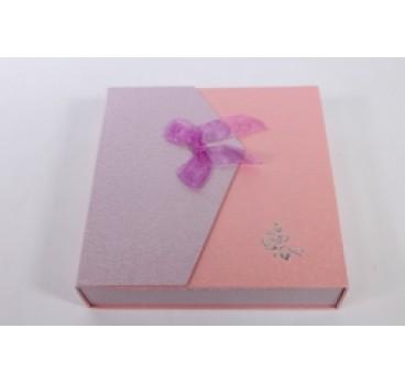Коробка Квадрат с магнитом сиренево розовая 18*18*5 см